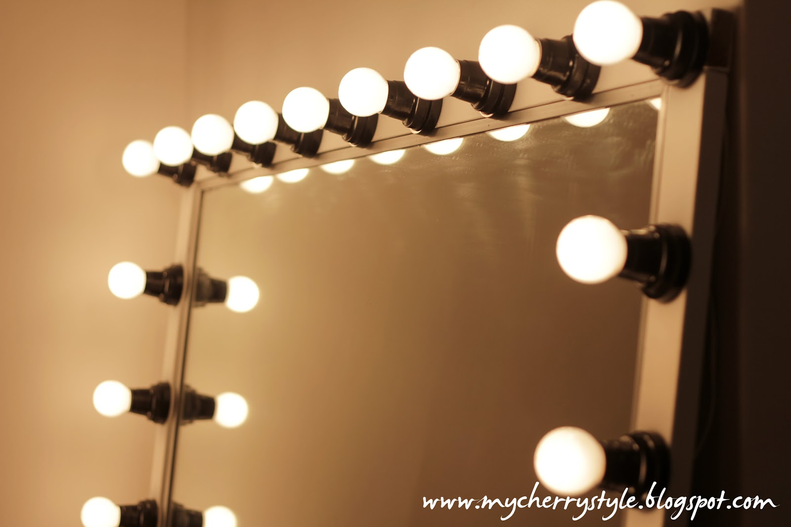 Hollywood Vanity Girl Broadway Mirror | Big Makeup Mirror with Lights | Hollywood Vanity Mirror with Lights
