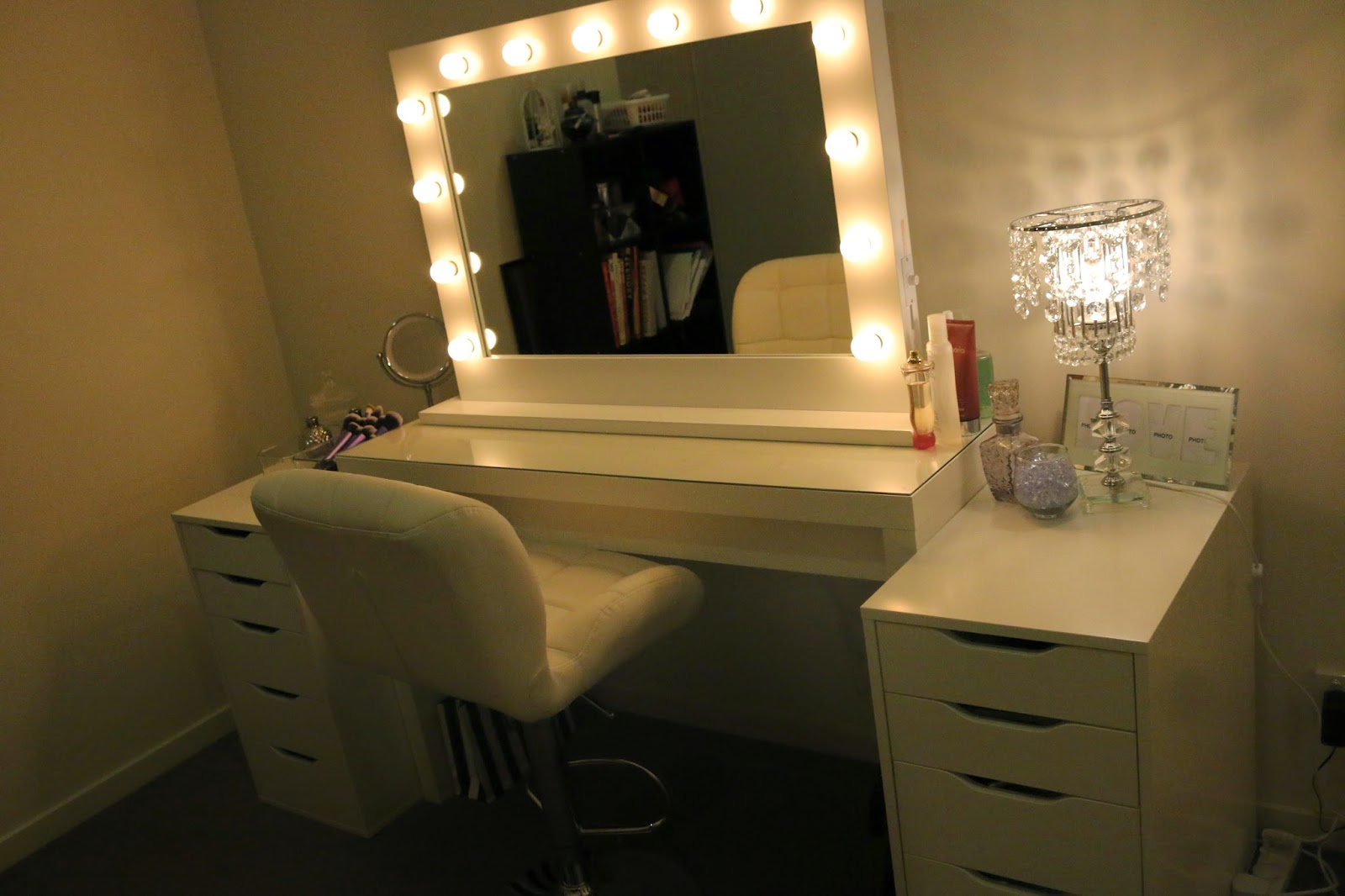 Hollywood Vanity Mirror with Lights | Lighted Hollywood Vanity Mirror | Vanity Girl Hollywood Uk