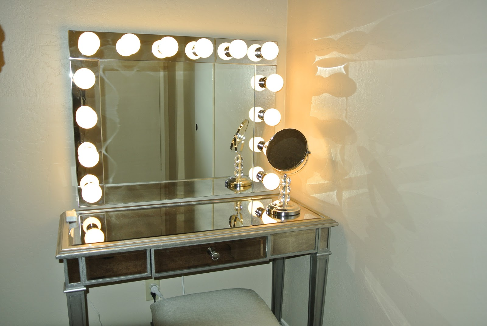 Mirrors: Makeup Light Up Mirror | Hollywood Vanity Mirror With ...