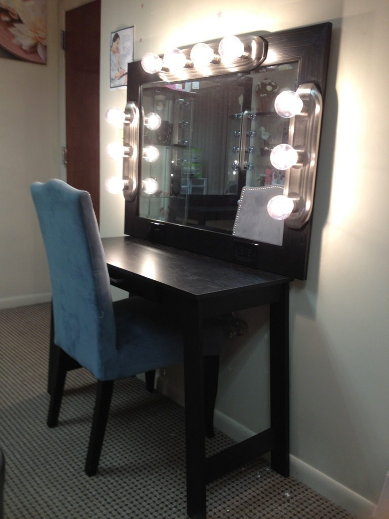 Vanity Table Lights Around Mirror | Hollywood Vanity Mirror with Light Bulbs | Hollywood Vanity Mirror with Lights