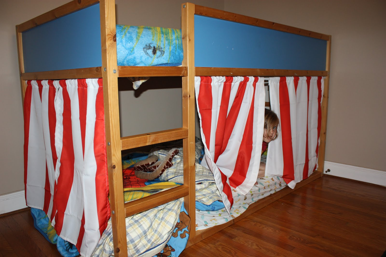 Bed Divider Design Ideas with Bunk Bed Curtains: Bunk Bed Curtains | Bunkbed Tent | Bunk Bed Tent Diy