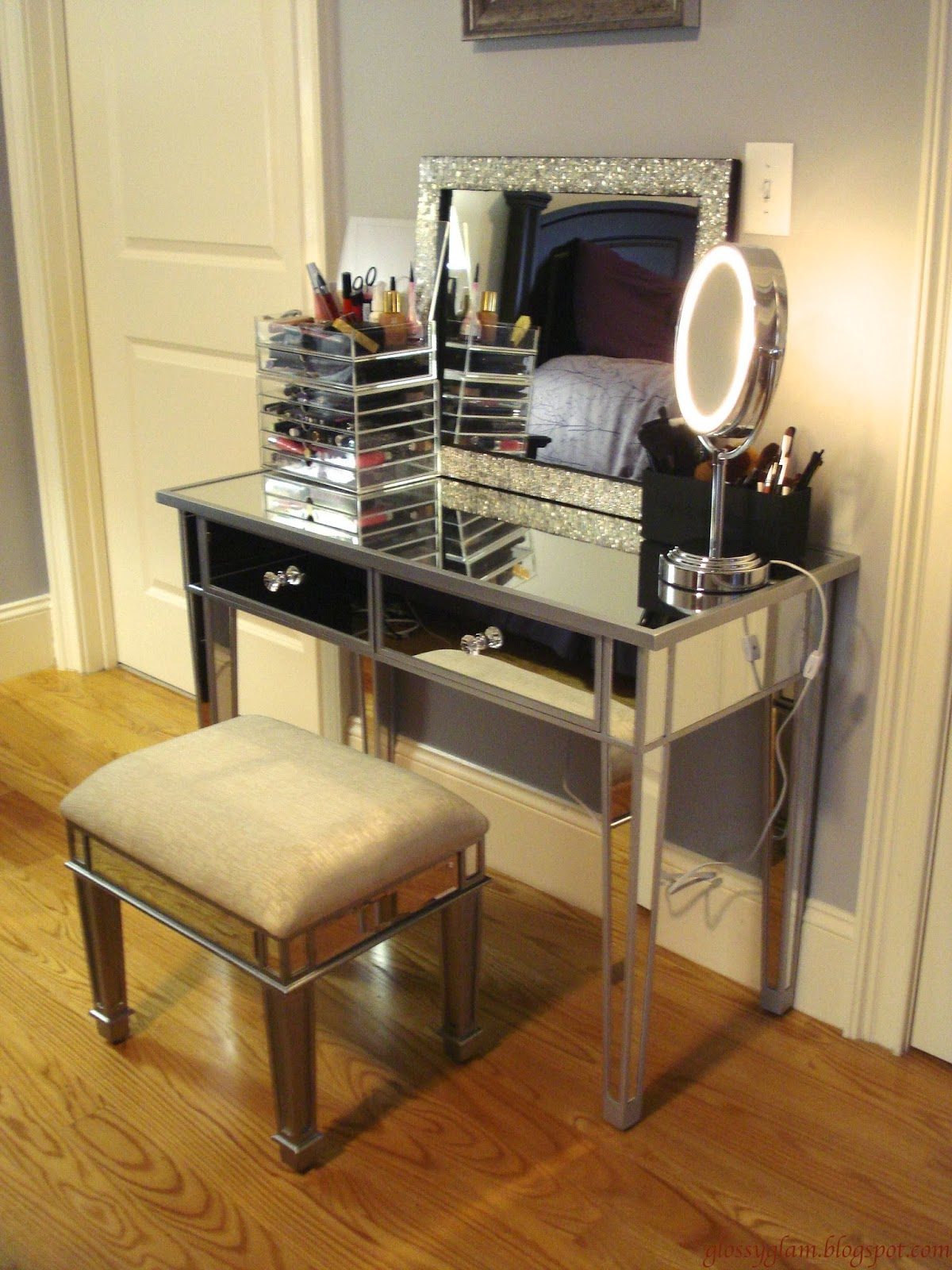 Discount Bedroom Vanities | Mirrored Vanity Set | Bedroom Vanity with Lights