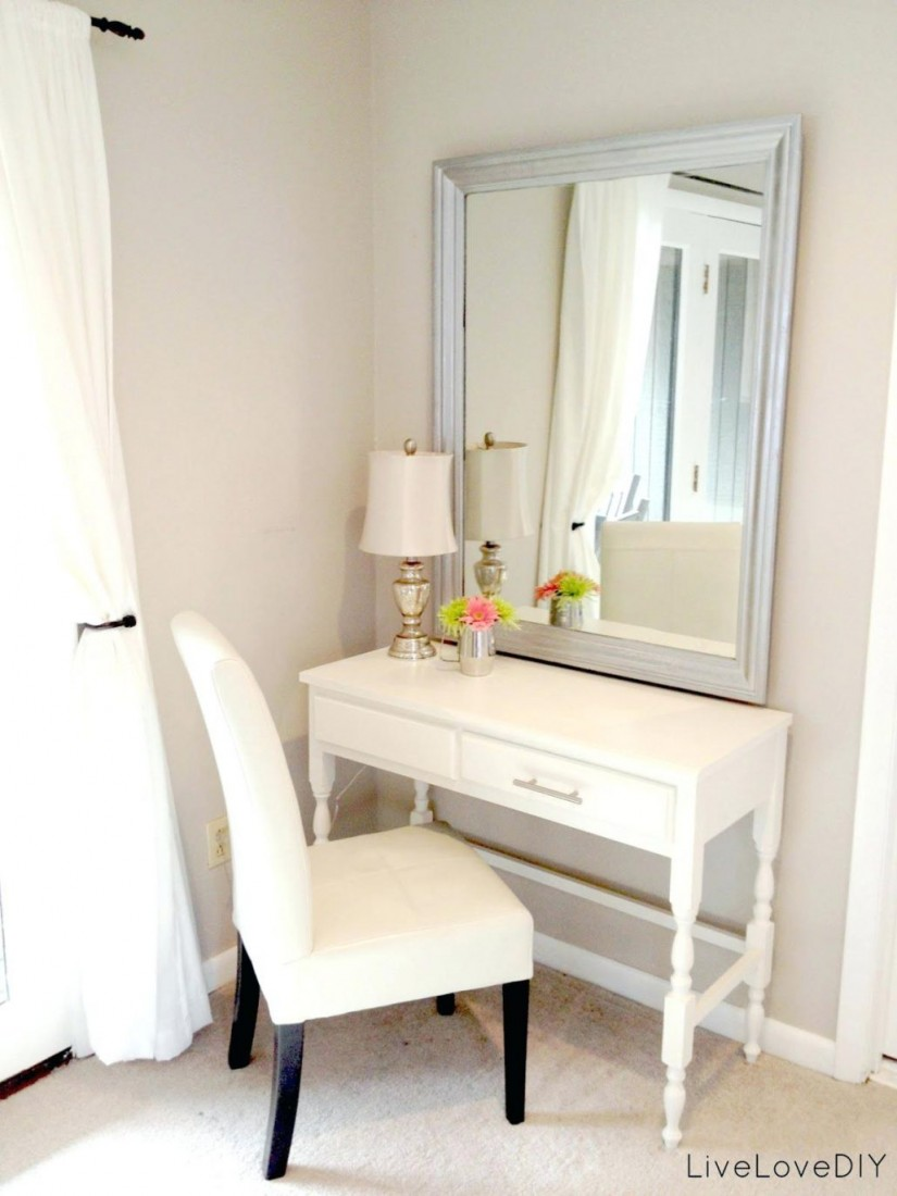 Mirrored Makeup Table | Mirrored Vanity Set | Bedroom Vanities With Lights