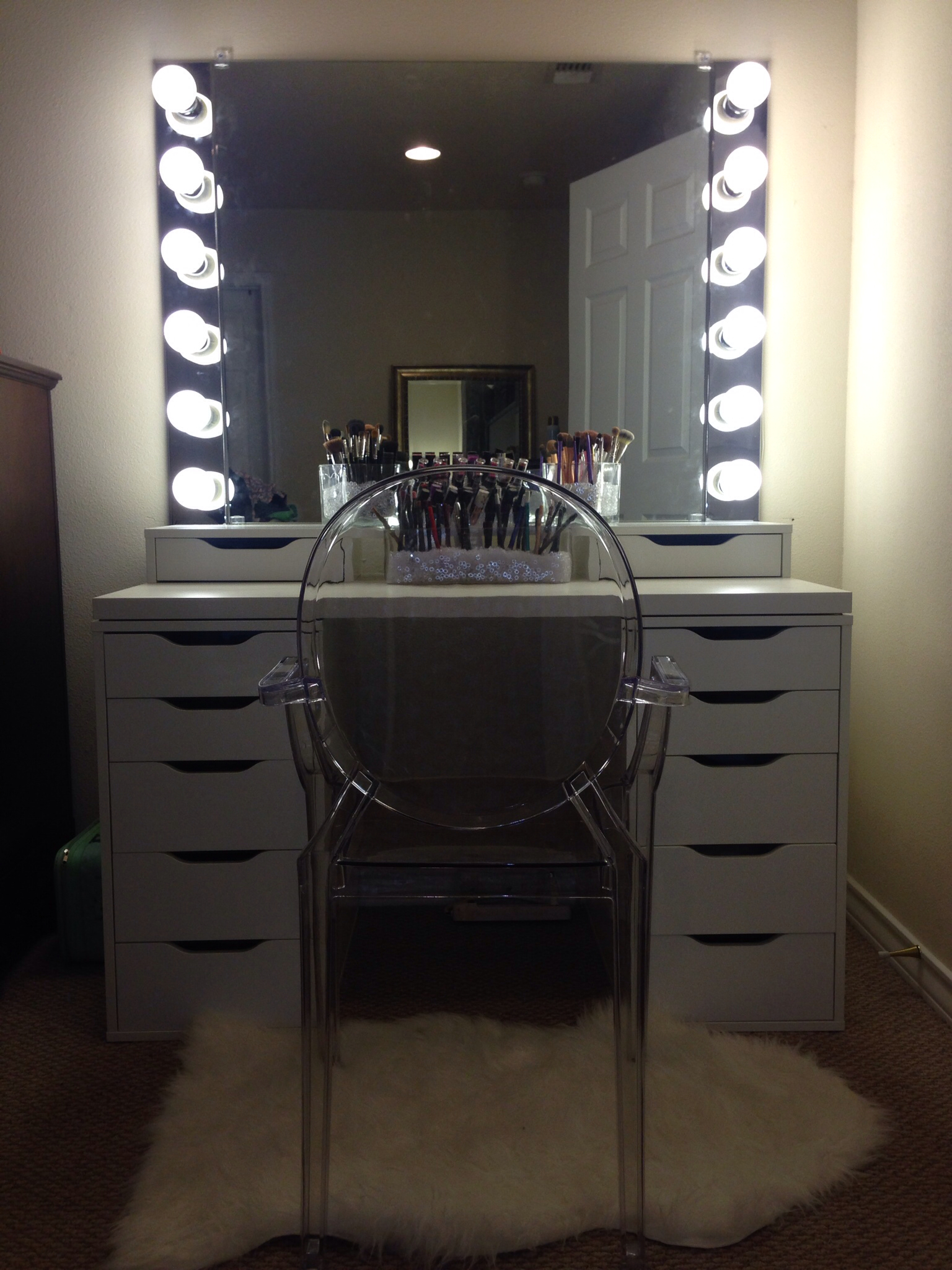 Mirrored Vanity Set | Bedroom Vanity with Lights | Vanity Set with Lighted Mirror