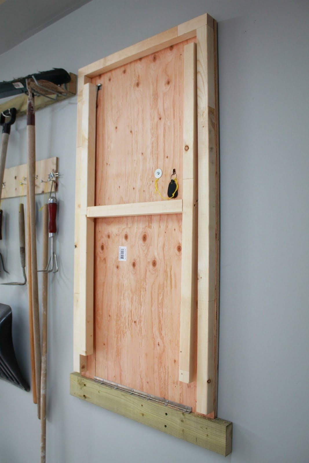 Wall Mounted Folding Workbench | Fold Down Workbench Plans Free | Collapsable Workbench